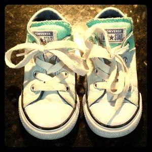 Converse sz 6 toddler sneakers